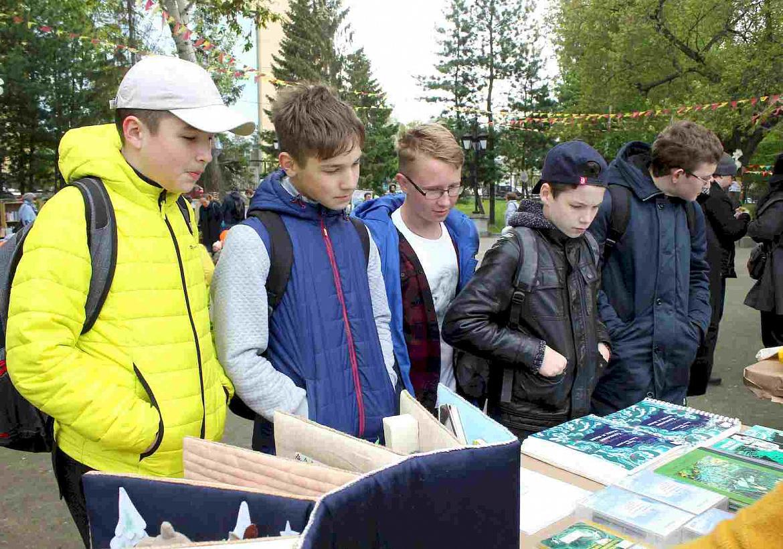 Книги для незрячих: жители Екатеринбурга познакомились с выставкой книг спецформатов